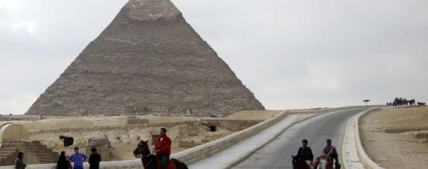 visit at pyramids with horse